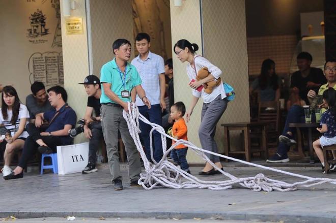 Tổng thống Mỹ Donald Trump đến Hà Nội, an ninh thắt chặt ở các tuyến phố trung tâm - Ảnh 4.