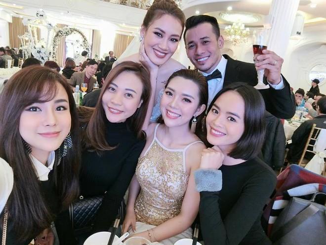Bạn gái Cường Đô La, Diệp Lâm Anh rạng rỡ đến chúc mừng đám cưới của stylist Pông Chuẩn - Ảnh 1.