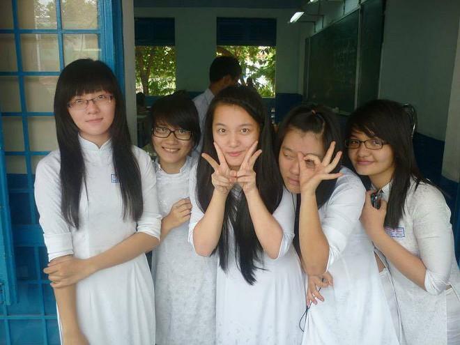 Hình ảnh mũm mĩm, ngố tàu của hot girl Việt thời còn là học sinh cấp 3 - Ảnh 3.
