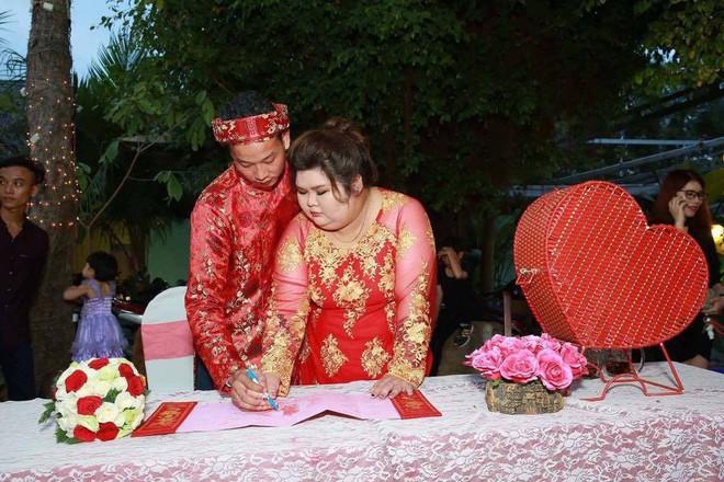 Vỗ béo người yêu từ 90kg lên 120kg rồi mới cưới, ông chồng của năm đây rồi! - Ảnh 3.