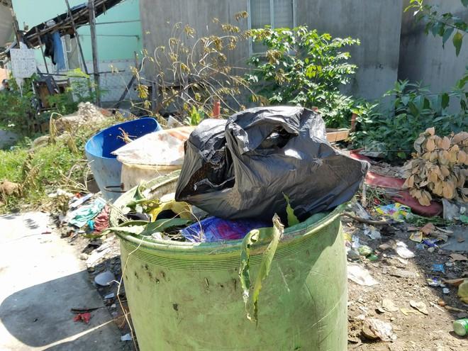 Vụ vợ sát hại, vứt đầu chồng vào thùng rác: Cả khu trọ bàng hoàng, nhiều người chuyển tạm nơi khác vì mùi hôi thi thể - Ảnh 4.