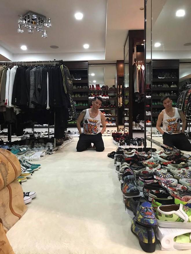 """Khoe tủ đồ hàng hiệu cùng hơn 700 đôi giày bày la liệt, Đàm Vĩnh Hưng thừa nhận mắc bệnh """"nghiện"""" mua sắm - Ảnh 4."""