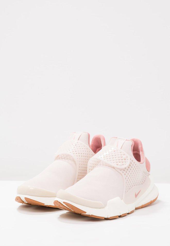 Thêm 3 đôi sneaker màu hồng yêu quên lối về các nàng không thể không biết - Ảnh 4.