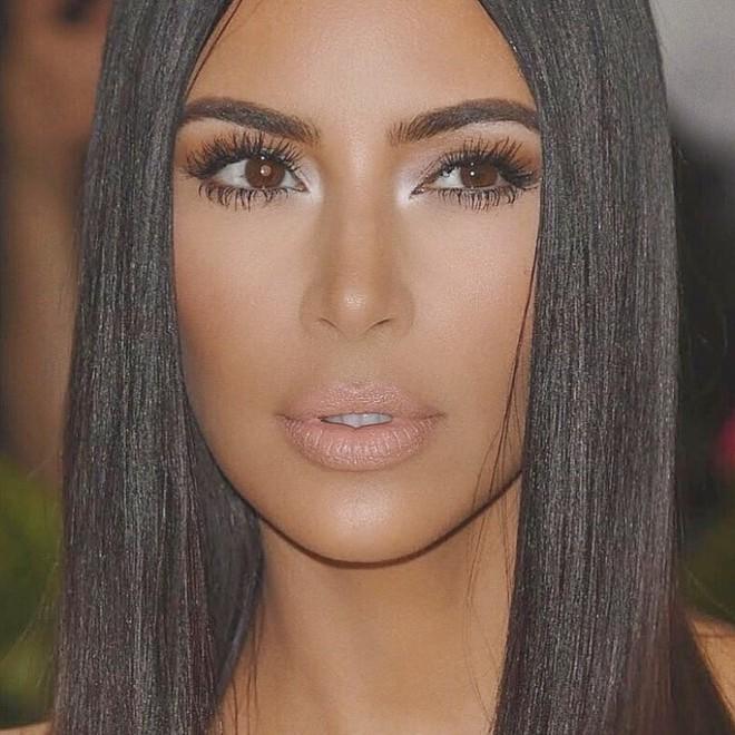 Kim Kardashian chuẩn bị ra mắt hãng mỹ phẩm riêng và các tín đồ làm đẹp đang bấn loạn hơn bao giờ hết - Ảnh 2.