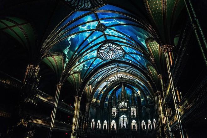 Màn trình diễn ánh sáng ngoạn mục biến nhà thờ thành xứ sở thần tiên - Ảnh 5.