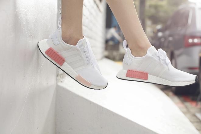 Nếu cho rằng mình đã chán sneaker hồng, bạn sẽ phải suy nghĩ lại khi thấy mẫu adidas NMD xinh đẹp quá đỗi này - Ảnh 4.