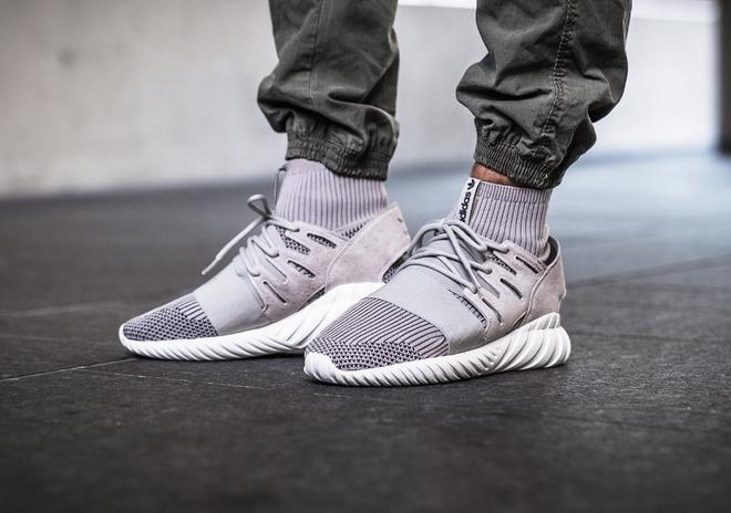 Đôi sneaker mới toanh Bitis vừa làm riêng tặng Sơn Tùng M-TP giống giày adidas đến bất ngờ - Ảnh 4.