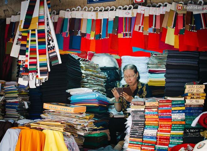 Chùm ảnh: Ghé thăm chợ Soái Kình Lâm - thiên đường vải vóc lâu đời và nhộn nhịp nhất ở Sài Gòn - Ảnh 4.