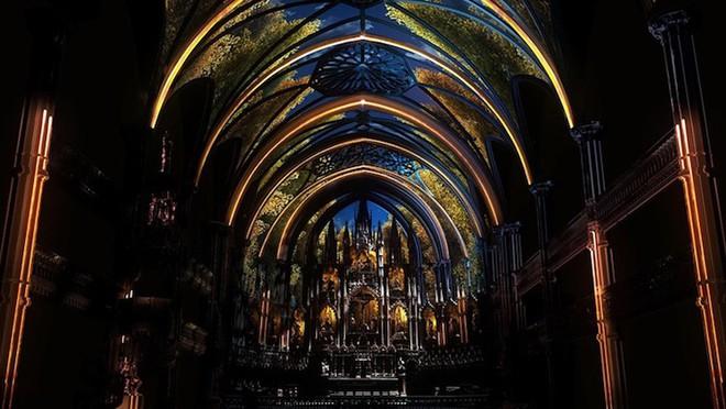 Màn trình diễn ánh sáng ngoạn mục biến nhà thờ thành xứ sở thần tiên - Ảnh 7.