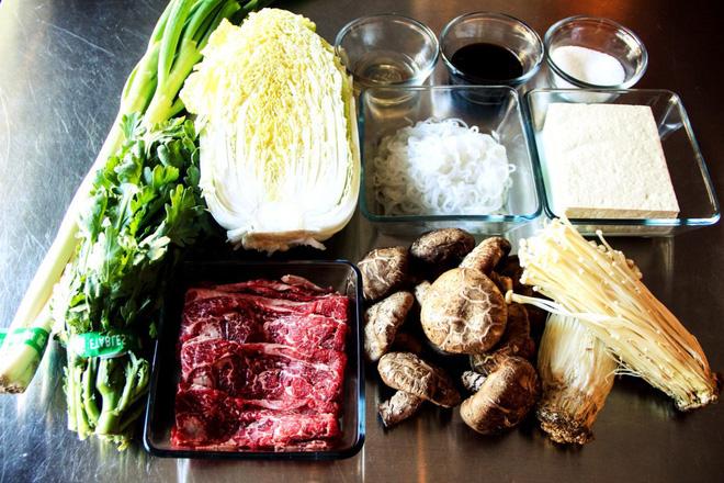 Mê ẩm thực Nhật Bản mà không biết món Sukiyaki hấp dẫn này thì quả là đáng tiếc - Ảnh 3.