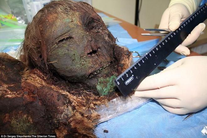 Phát hiện xác ướp công chúa 900 tuổi vẫn còn nguyên tóc, lông mi dài cong vút - Ảnh 2.