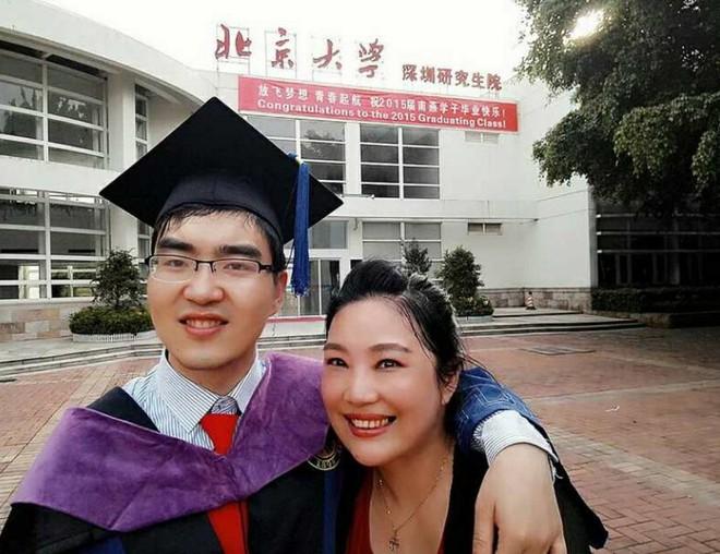 Quyết bỏ chồng để giữ con, bà mẹ vĩ đại kiên trì suốt 29 năm nuôi con trai bại não vào Đại học Harvard - Ảnh 4.