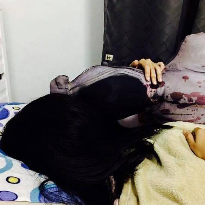 Mẫu gối ôm xác ướp kinh dị mà nếu nằm cạnh bạn sẽ phải đóng bỉm trước khi đi ngủ - Ảnh 2.