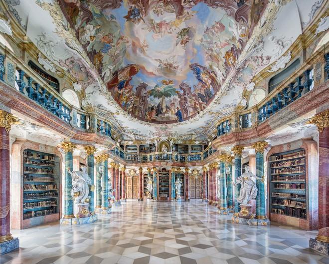 Ngắm những thư viện đẹp nhất thế gian qua ống kính nhiếp ảnh gia người Đức - Ảnh 9.