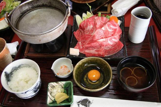 Mê ẩm thực Nhật Bản mà không biết món Sukiyaki hấp dẫn này thì quả là đáng tiếc - Ảnh 4.