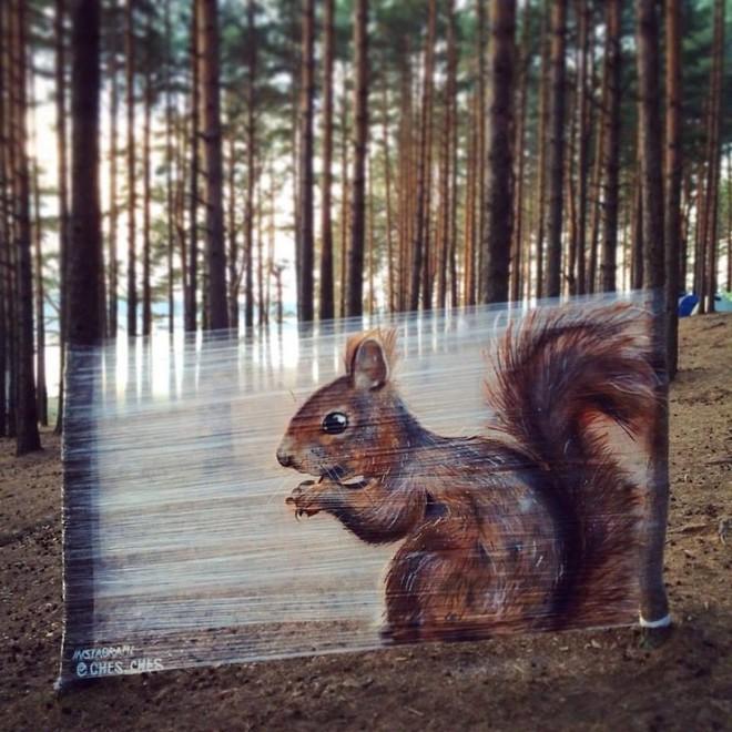 Cuốn nilon vào thân cây rồi vẽ vời, chàng họa sĩ đã làm nên tuyệt tác 3D sống động trong rừng - Ảnh 9.