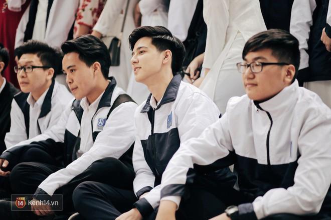 Trường Phan Đình Phùng: Không chỉ hotboy cầm cờ, cô bạn lai này cũng gây chú ý vì rất đáng yêu - Ảnh 3.