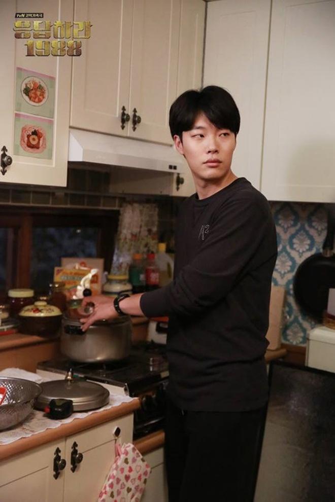 Điểm danh 12 chàng diễn viên xứ Hàn sở hữu đôi mắt một mí cực hút - Ảnh 3.