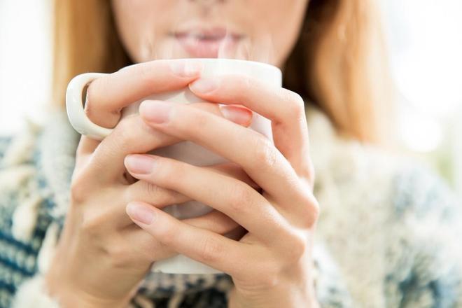 Trời chuyển lạnh, tăng cường uống nước ấm ngay để hưởng đủ 7 lợi ích tuyệt vời sau - Ảnh 1.