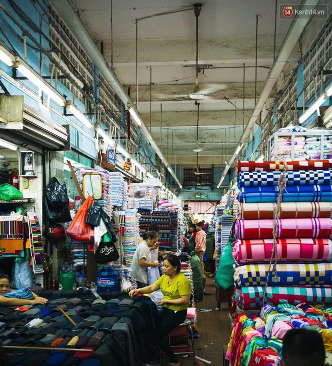 Chùm ảnh: Ghé thăm chợ Soái Kình Lâm - thiên đường vải vóc lâu đời và nhộn nhịp nhất ở Sài Gòn - Ảnh 6.