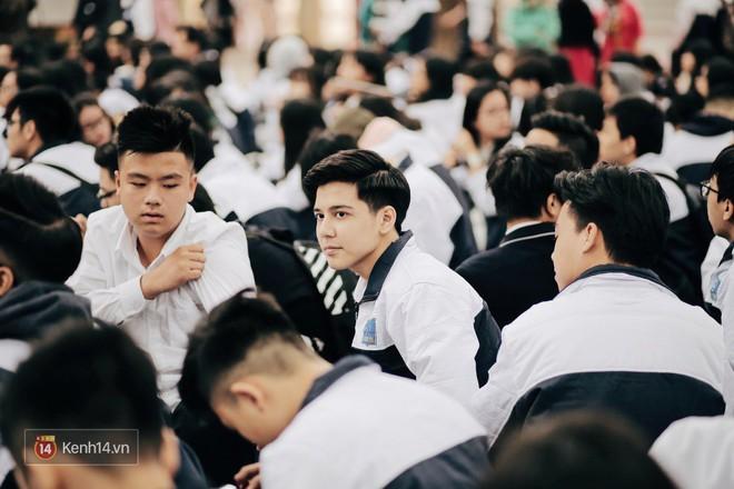 Trường Phan Đình Phùng: Không chỉ hotboy cầm cờ, cô bạn lai này cũng gây chú ý vì rất đáng yêu - Ảnh 2.
