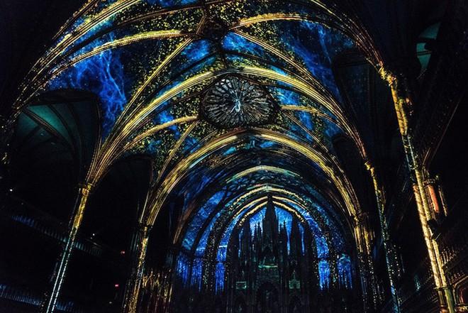 Màn trình diễn ánh sáng ngoạn mục biến nhà thờ thành xứ sở thần tiên - Ảnh 15.