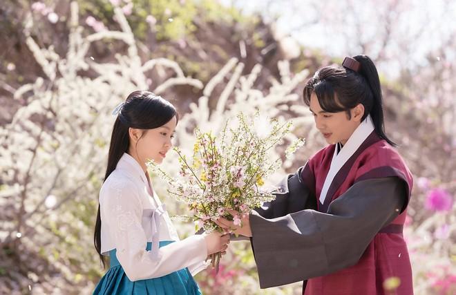 5 người tình màn ảnh của Yoo Seung Ho: Người đẹp nhất lại gây ngán ngẩm nhiều nhất - Ảnh 9.