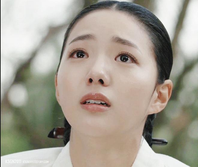 """Choáng với độ phủ sóng của """"robot"""" Chae Soo Bin trên màn ảnh Hàn 2017 - Ảnh 4."""