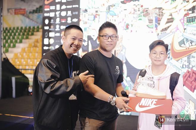 Giới trẻ Việt thi nhau mặc hoodie trăm triệu của Louis Vuitton x Supreme và đồ streetwear đắt đỏ tới Sole Ex 2017 - Ảnh 26.