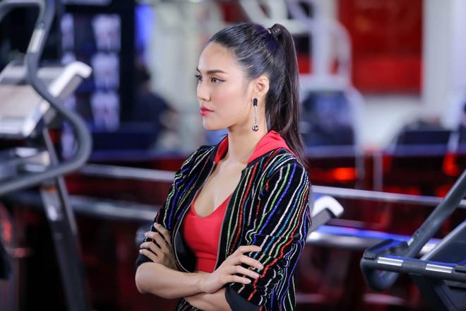 Chuyên gia trang điểm của Selena Gomez chê HLV The Face Việt đi tập thể dục mà son phấn quá dầy - Ảnh 3.