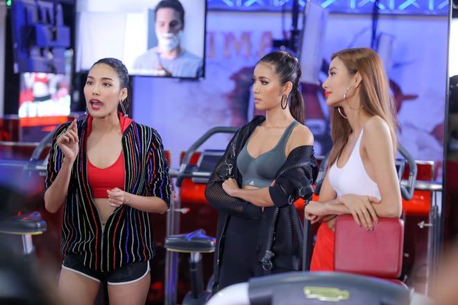 Chuyên gia trang điểm của Selena Gomez chê HLV The Face Việt đi tập thể dục mà son phấn quá dầy - Ảnh 2.