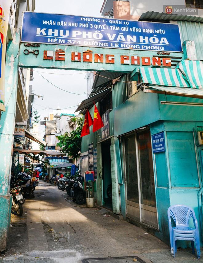"""Chùm ảnh: Ở Sài Gòn, có một khu chợ mang tên Campuchia nằm trong hẻm nhỏ nhưng """"hội tụ"""" đủ hàng ăn thức uống các vùng miền - Ảnh 1."""