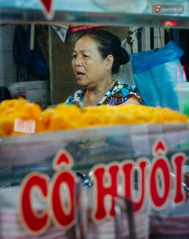 """Chùm ảnh: Ở Sài Gòn, có một khu chợ mang tên Campuchia nằm trong hẻm nhỏ nhưng """"hội tụ"""" đủ hàng ăn thức uống các vùng miền - Ảnh 2."""