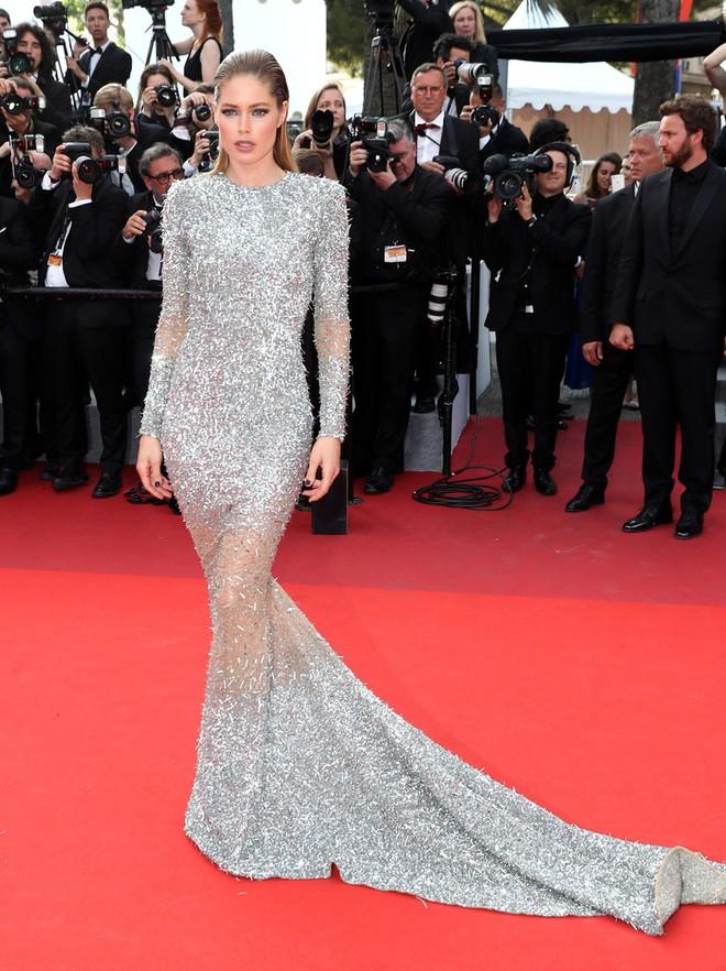 Phạm Băng Băng đã chịu lấy lại phong độ, đẹp không thua kém Elle Fanning trên thảm đỏ Cannes - Ảnh 27.