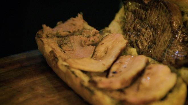 Sài Gòn có chiếc bánh mì giá 2,3 triệu: cùng vào tận bếp để xem họ đã làm những gì mà đắt thế - Ảnh 8.
