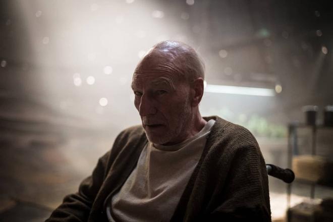Patrick Stewart trong vai Charles Xavier