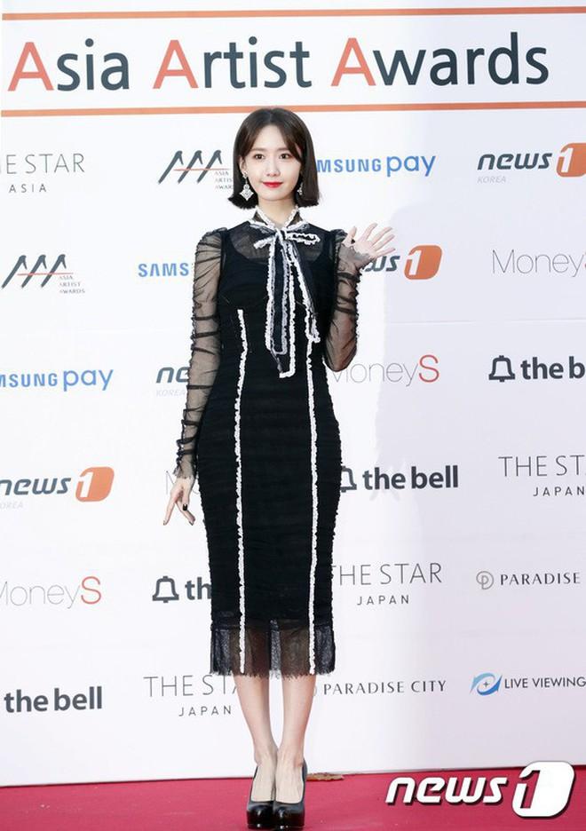 """Màn """"đụng hàng của năm"""": Chi Pu mặc trước thì bị chê sến, Yoona mặc sau lại được khen như nữ thần! - Ảnh 9."""