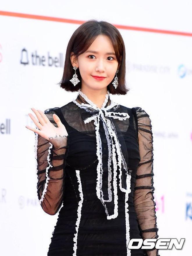"""Màn """"đụng hàng của năm"""": Chi Pu mặc trước thì bị chê sến, Yoona mặc sau lại được khen như nữ thần! - Ảnh 2."""