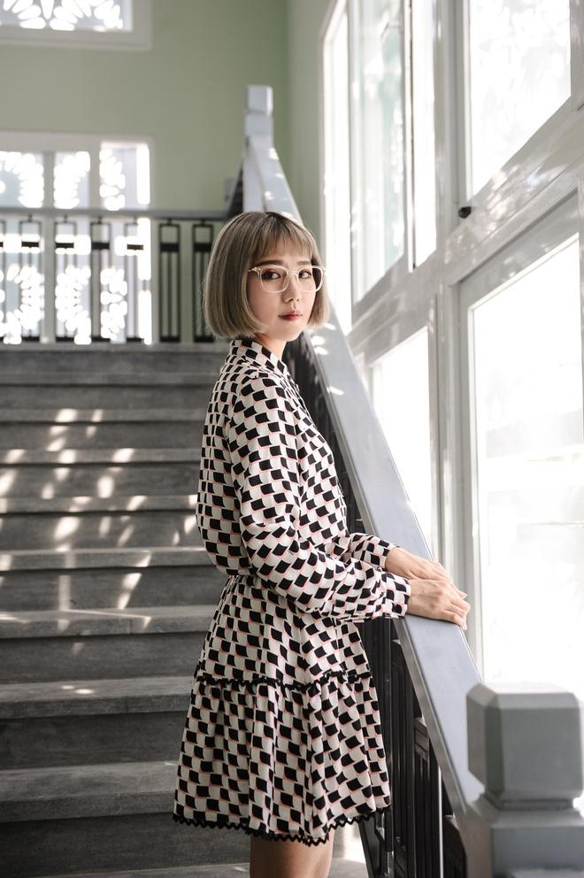 Min: Từ cô nàng xì tin như bao người giờ bỗng đi đầu cho phong cách thời trang tuyệt xinh trong MV - Ảnh 16.