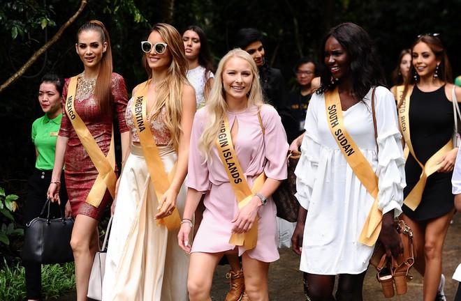 """Huyền My xinh đẹp đọ sắc cùng các thí sinh """"Miss Grand International"""" tại động Thiên Đường - Ảnh 4."""