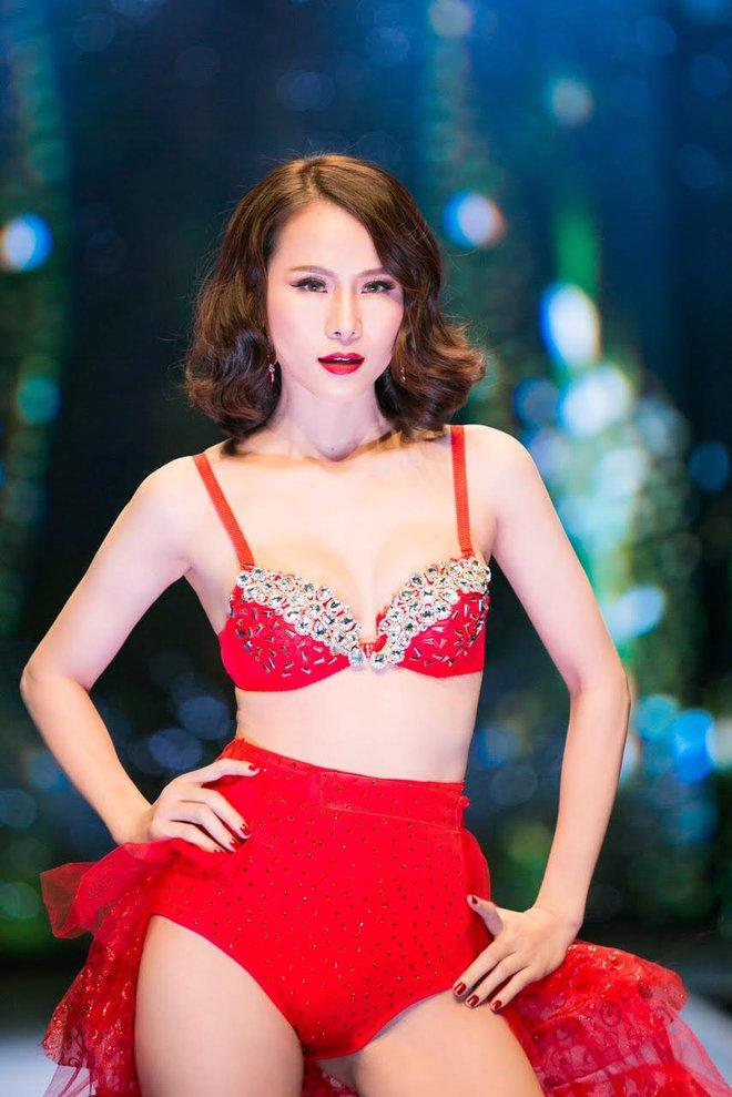 Đêm Hội Chân Dài: Ngọc Trinh khoe dáng nõn nà với nội y, không còn làm Thiên thần Victorias Secret - Ảnh 10.