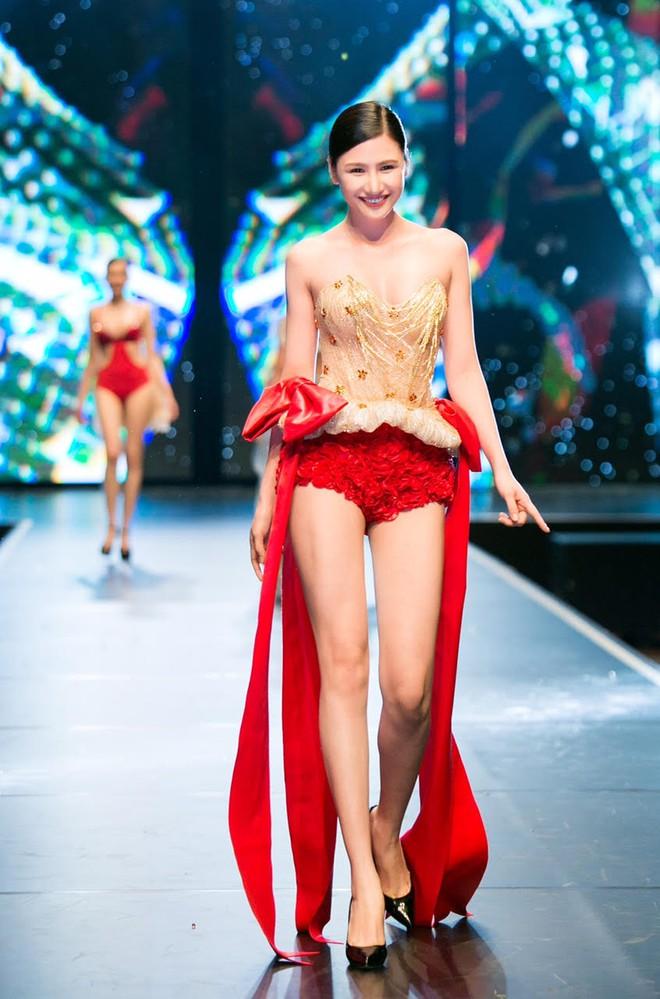 Đêm Hội Chân Dài: Ngọc Trinh khoe dáng nõn nà với nội y, không còn làm Thiên thần Victorias Secret - Ảnh 15.