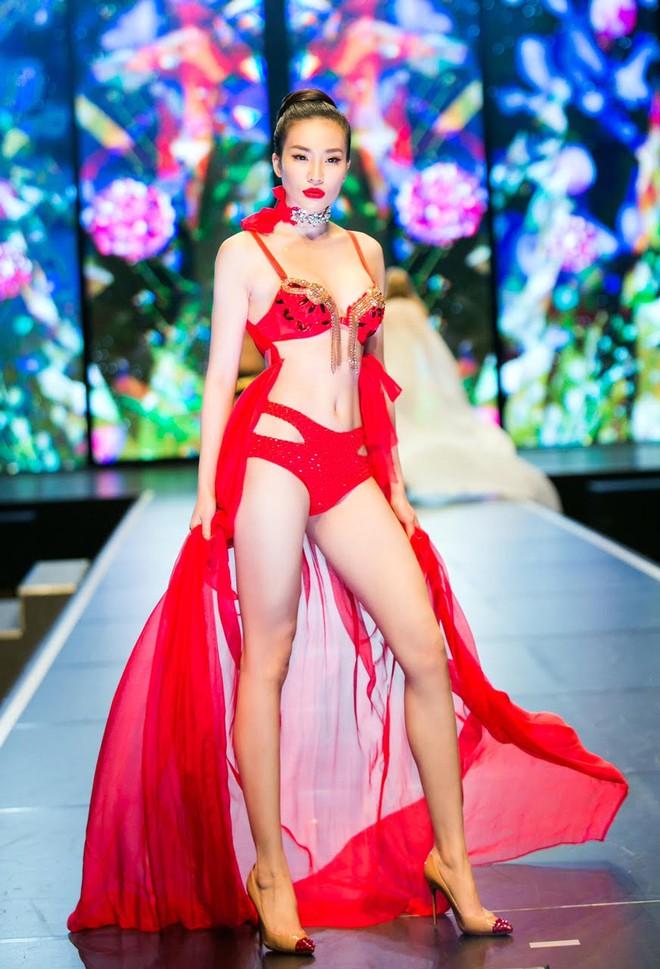 Đêm Hội Chân Dài: Ngọc Trinh khoe dáng nõn nà với nội y, không còn làm Thiên thần Victorias Secret - Ảnh 16.