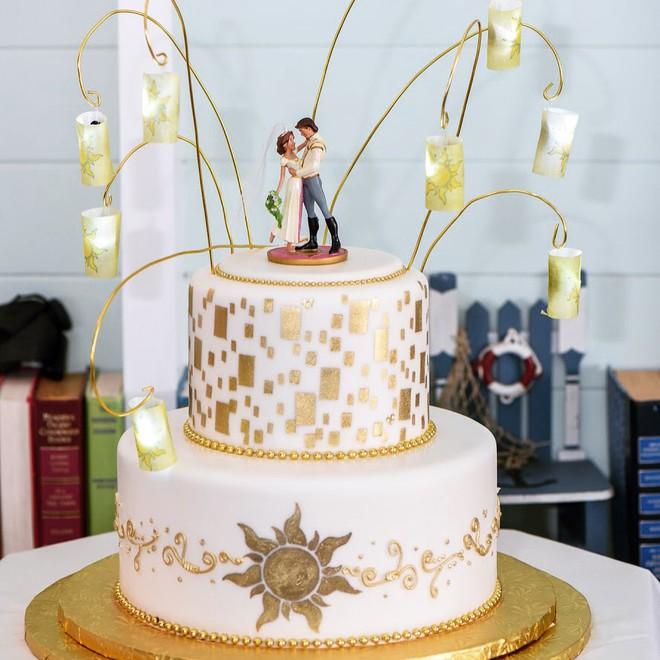 15 mẫu bánh cưới cảm hứng từ phim hoạt hình Disney - Ảnh 3.