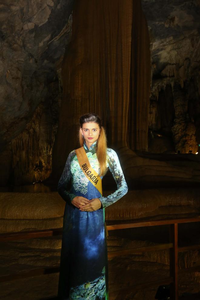 """Huyền My xinh đẹp đọ sắc cùng các thí sinh """"Miss Grand International"""" tại động Thiên Đường - Ảnh 11."""