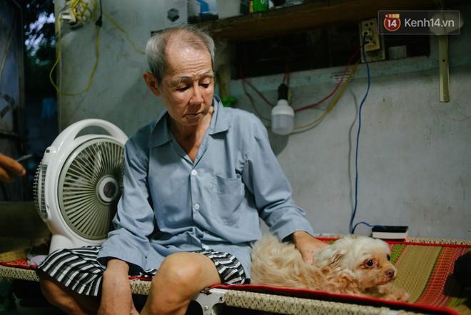 """Chuyện đời của """"cô đào"""" chuyển giới lớn tuổi nhất Việt Nam: Nửa đời hương phấn và sự đùm bọc của người bạn già tri kỷ - Ảnh 3."""
