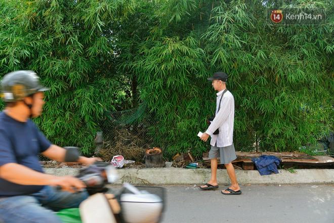 """Chuyện đời của """"cô đào"""" chuyển giới lớn tuổi nhất Việt Nam: Nửa đời hương phấn và sự đùm bọc của người bạn già tri kỷ - Ảnh 1."""