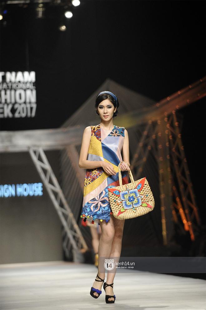 VIFW ngày 2: Chị đại Ngô Thanh Vân mở màn xuất sắc cho BST Cô Ba Sài Gòn của Thuỷ Design House - Ảnh 5.