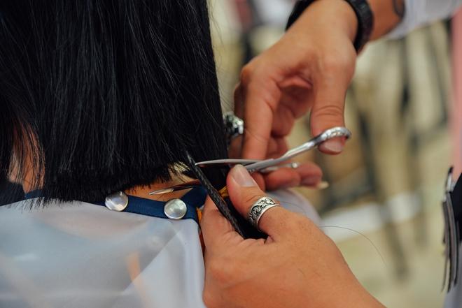 Hơn 4000 mái tóc được bạn trẻ Sài Gòn hiến tặng cho các bệnh nhân ung thư vú - Ảnh 3.