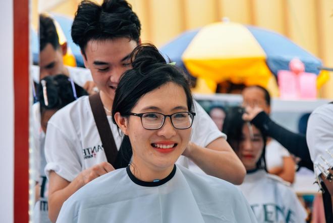 Hơn 4000 mái tóc được bạn trẻ Sài Gòn hiến tặng cho các bệnh nhân ung thư vú - Ảnh 2.